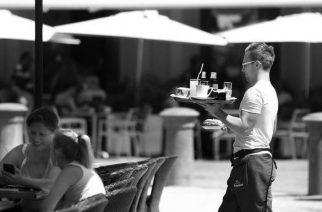 O slabo plačanih gostinskih delavcih