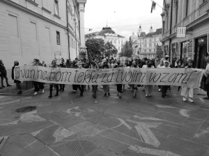 Čas je, da se še bolj odločno upremo! – Utrinek z novega petkovega protesta