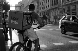 Digitalizacija, prekarizacija, delo prek spletnih platform, Uber, Wolt …